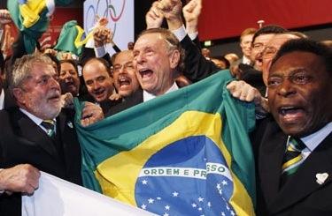 Pele-and-Lula-celebrate-R-001